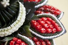 Blommagirland i bröllopceremoni Fotografering för Bildbyråer