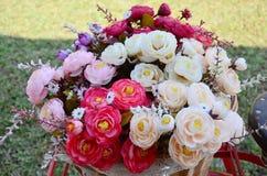 Blommakorg på cykeln Royaltyfria Foton