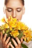 blommakvinnayellow Arkivbild