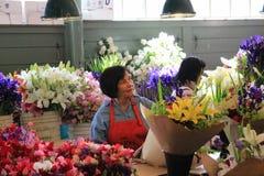 Blommamarknad på den offentliga marknaden för pikställe Arkivfoton