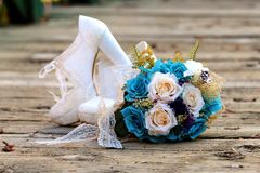 blomman shoes bröllop Fotografering för Bildbyråer