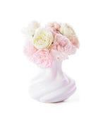 Blommande rosor i vas Royaltyfri Bild