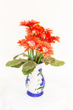 Blommaplast- i den isolerade vasen Arkivbild