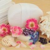 Lavendel- och roSpa Arkivfoto