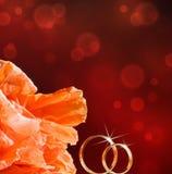 blommar att gifta sig för guldcirklar Royaltyfri Foto