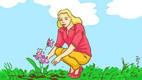 Blommar den blonda flickan för tecknade filmen som ser växa, utomhus- på naturen på sommardag Royaltyfri Foto