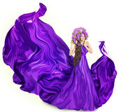 Blommar den lila klänningen för kvinnan, modemodell, hatten, vit royaltyfri fotografi