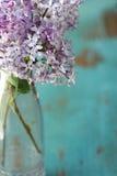 blommar den lila vasen Royaltyfria Bilder