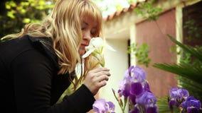 blommar den lukta kvinnan arkivfilmer
