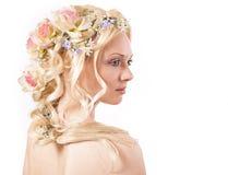 blommar flickahår henne som är ung Royaltyfri Fotografi