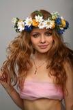 blommar flickahuvudkranen Royaltyfri Bild