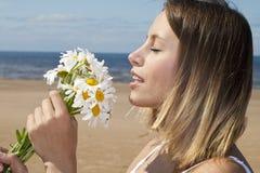 blommar flickan Arkivbilder