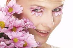 blommar flickan gjort makeupslitage Royaltyfria Bilder