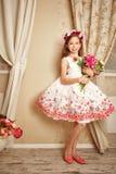 blommar flickan little arkivbild