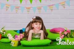 blommar flickan little fjäder Royaltyfria Foton