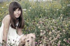 blommar flickasommarbarn royaltyfria bilder