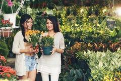 blommar flickor Fotografering för Bildbyråer
