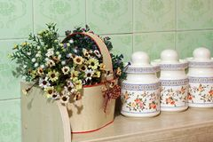 blommar kök Hem- dekor royaltyfri bild