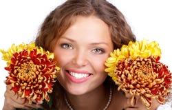 blommar kvinnan arkivfoto
