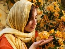 blommar lukta kvinnabarn Arkivbilder