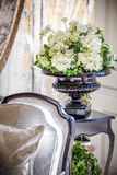 blommar vasewhite Royaltyfria Foton