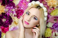 Blommaskönhetflickor Royaltyfri Bild
