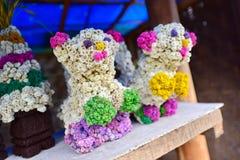 Blommaskulptur som göras från AnaphalisJavanica (Javaneseedelweiss) blommor Arkivfoto