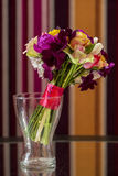 Blommavas med buketten royaltyfri foto