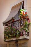 blommig balkong Arkivbild