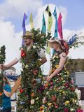 Blommiga jättar på den Leeds Liverpool kanalfestivalen på Burnley Lancashire Royaltyfria Foton