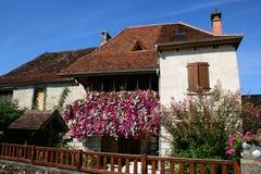 blommigt hus arkivfoton