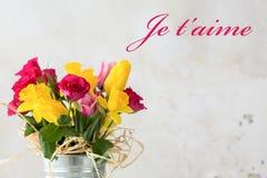 Blommor är alltid en passande gåva Royaltyfria Foton