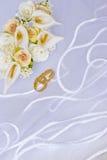 blommor över cirklar skyler bröllop Royaltyfria Bilder