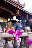 blommor arbeta i trädgården det taiwan tempelet Royaltyfri Fotografi
