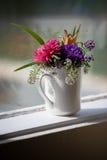 blommor arbeta i trädgården valt Royaltyfri Bild