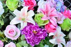 Blommor för bakgrund för konstgjorda blommor härliga Royaltyfri Bild