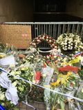 Blommor för offren av terrorism Arkivfoto