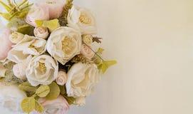 Blommor förlägger för inskrift arkivfoton