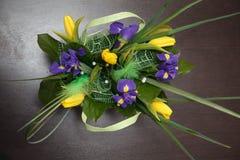 Blommor Gul tulpan- och irisbukett Fotografering för Bildbyråer