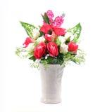 Blommor i den isolerade vasen Royaltyfri Bild