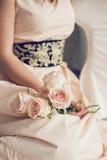 Blommor i den samma signalen med klänningen Arkivbilder
