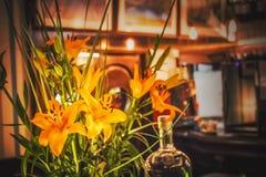 Blommor i en vas, trevlig inre arkivfoton