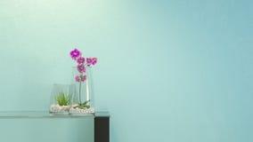 Blommor i ett exponeringsglas med en modern orientering Royaltyfria Foton