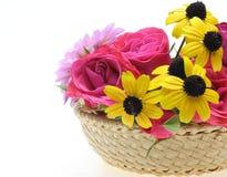 Blommor i korgen Royaltyfri Fotografi