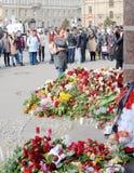 Blommor i minne av de dödade i attackerna Royaltyfria Foton