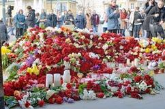 Blommor i minne av de dödade i attackerna Arkivfoto