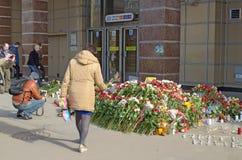 Blommor i minne av de dödade i attackerna Royaltyfri Foto