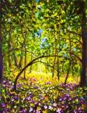 Blommor i solig dag för skogsommar i härlig magisk skog för grön skog arkivfoton