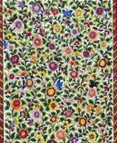 Blommor i tegelplattorna arkivbilder