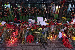 Blommor nära ambassaden av Ukraina Fotografering för Bildbyråer